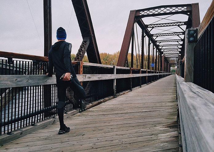 Odzież kompresyjna – charakterystyka materiału oraz korzyści odczuwalne podczas treningu