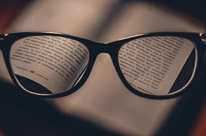 Szkła korekcyjne – czynnik estetyczny przy wyborze okularów
