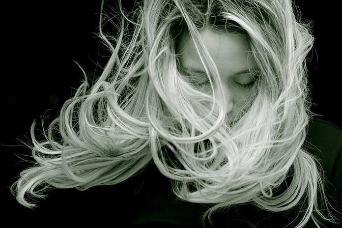 Jak rozjaśnić włosy, aby ich nie zniszczyć?