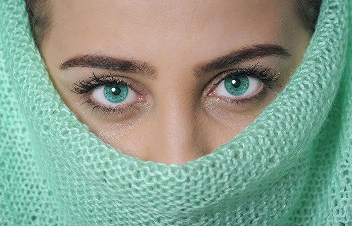 Makijaż permanentny oczu – perfekcyjna kreska na powiece pod lupą
